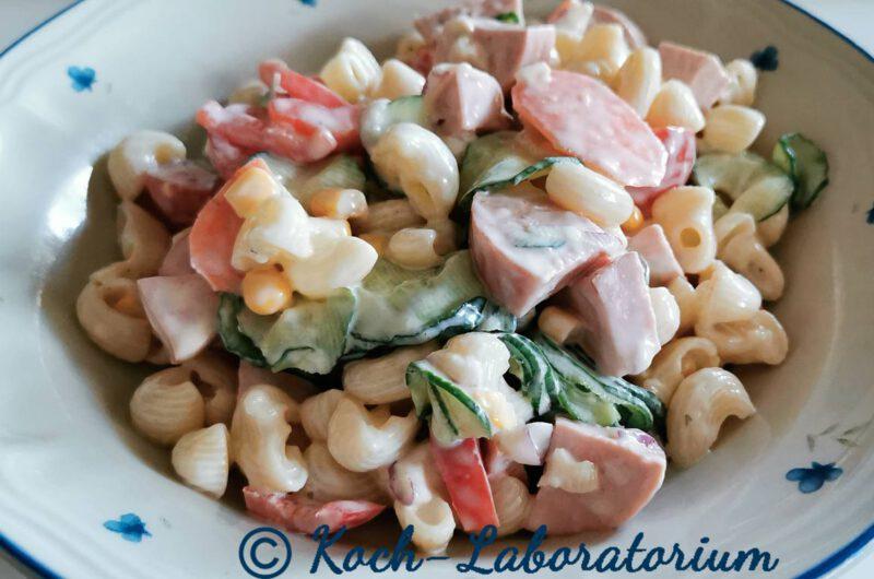 Cremiger Nudelsalat mit Fleischwurst